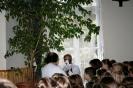 2009. 09. 04. Gyuri bácsi szalagot köt a zászlóra